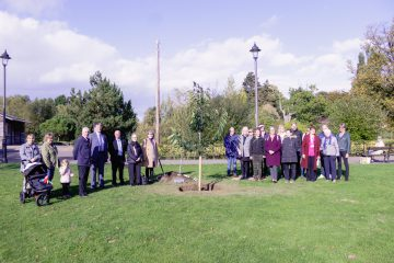 Cllrs, staff and Shreeve family at the tree planting in Peoples Park